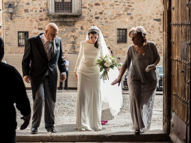 La boda de Cristina y Santi en Cáceres, Cáceres 23