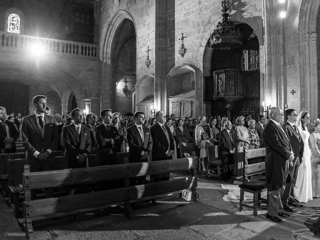 La boda de Cristina y Santi en Cáceres, Cáceres 30