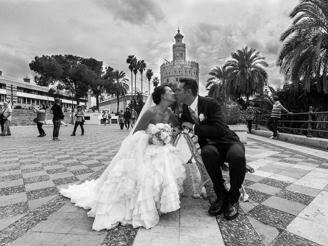 La boda de Jose Miguel y Isabel en Tomares, Sevilla 91
