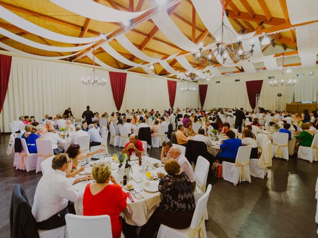 La boda de Nazaret y Larissa en Argamasilla De Alba, Ciudad Real 28
