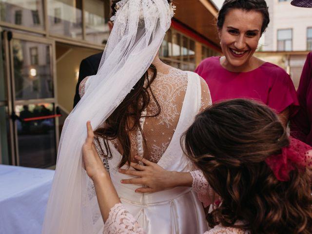 La boda de Neil y Raquel en Burgos, Burgos 35
