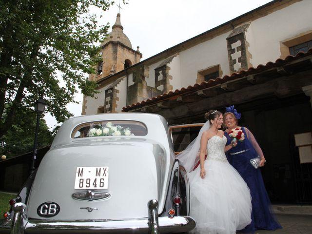 La boda de Borja y Iratxe en Santa Maria De Getxo, Vizcaya 16