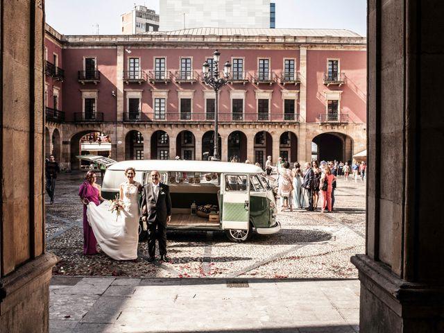 La boda de Sergio y Lorena en Gijón, Asturias 23