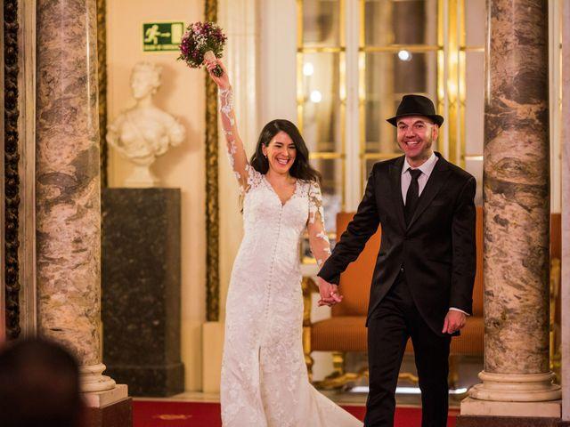La boda de Carlos y Patricia en Madrid, Madrid 33