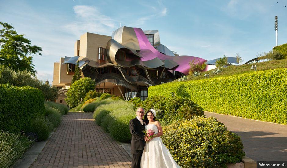 La boda de Angel y Trinidad en Elciego, Álava