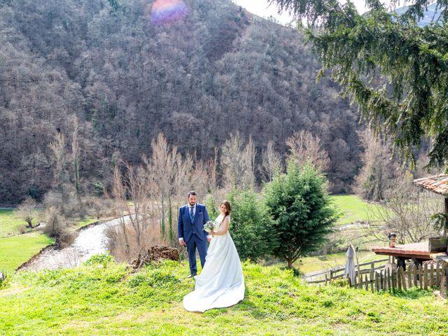 La boda de Alberto y Lara en San Cucao, Asturias 35