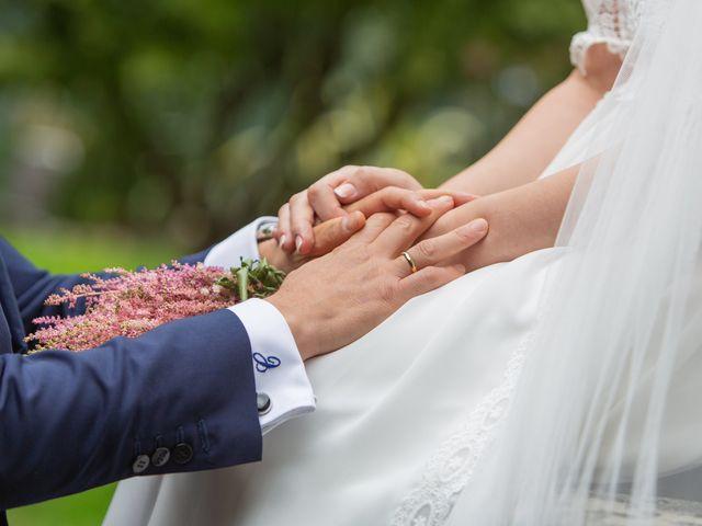 La boda de Carlos y Emma en Viveiro (Casco Urbano), Lugo 31