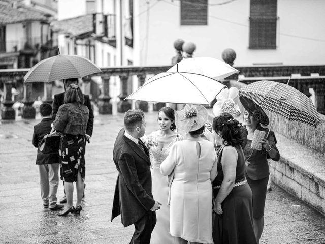 La boda de Pedro y Nuria en Cañamero, Cáceres 62