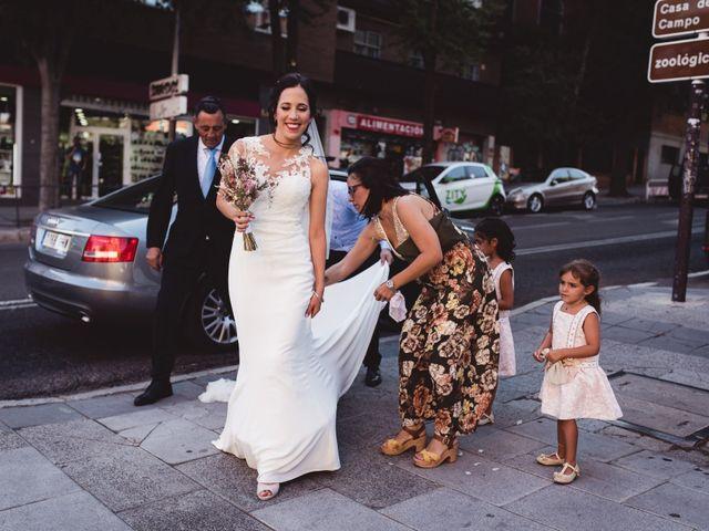 La boda de Miguel y Raquel en Madrid, Madrid 83