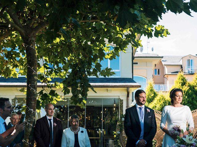 La boda de Simón y Elena en Navia, Asturias 5