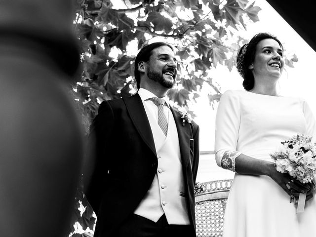 La boda de Simón y Elena en Navia, Asturias 11