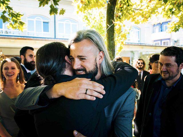 La boda de Simón y Elena en Navia, Asturias 15