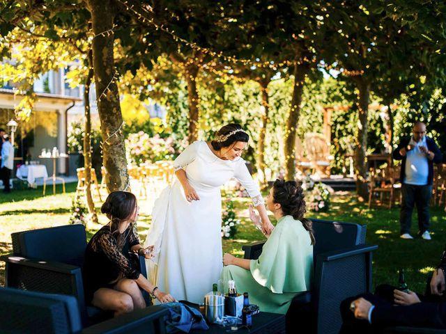 La boda de Simón y Elena en Navia, Asturias 23