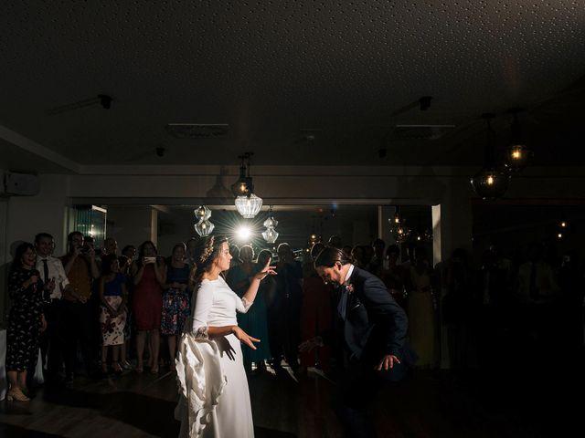 La boda de Simón y Elena en Navia, Asturias 35