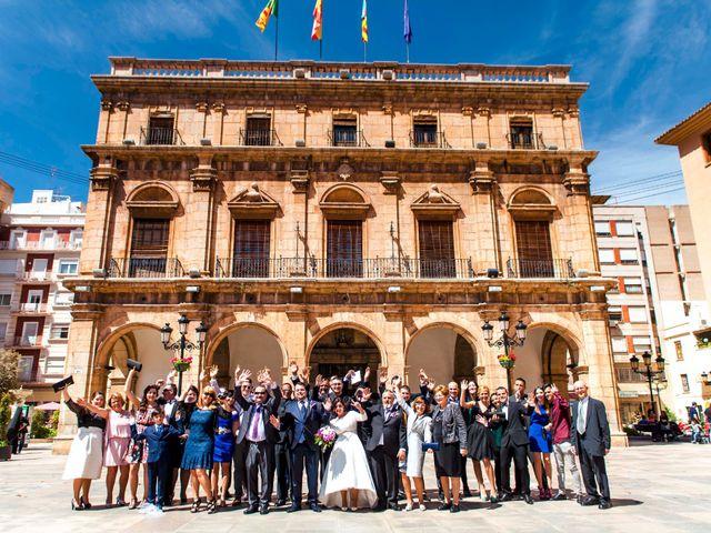 La boda de Cristian y Verónica en Castelló/castellón De La Plana, Castellón 21