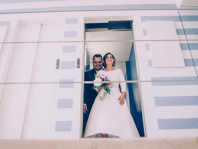 La boda de Cristian y Verónica en Castelló/castellón De La Plana, Castellón 23