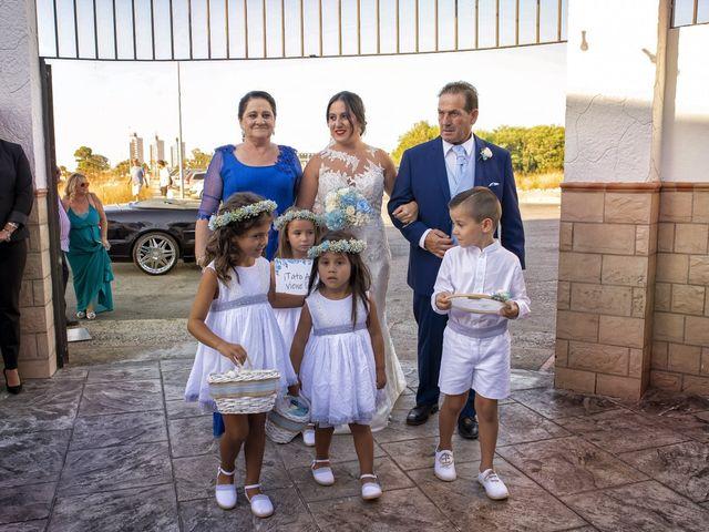 La boda de Nazaret y Adrián en San Fernando, Cádiz 16