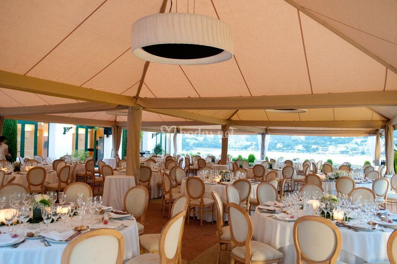 Terraza Bay Bar con Carpa