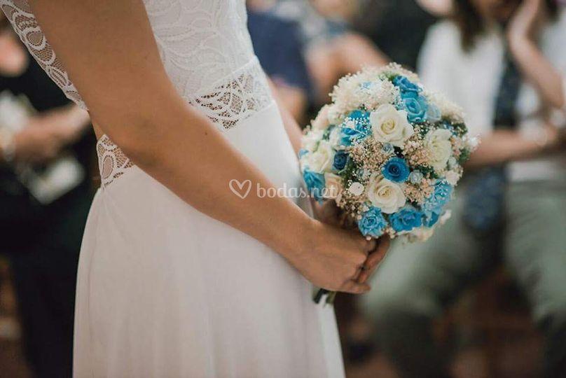 Ramo de rosas en tonos azules