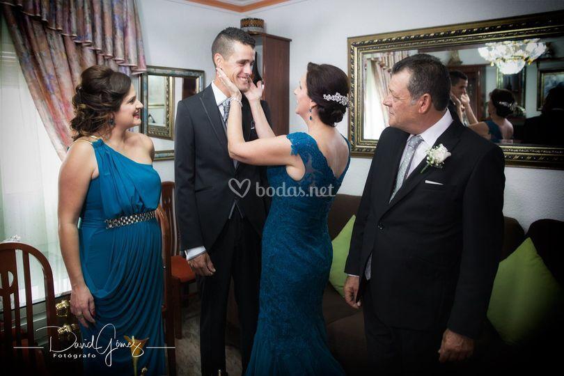 El novio y su familia