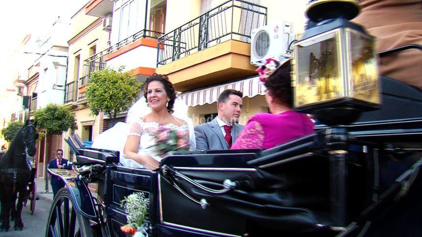 Por las calles va la novia