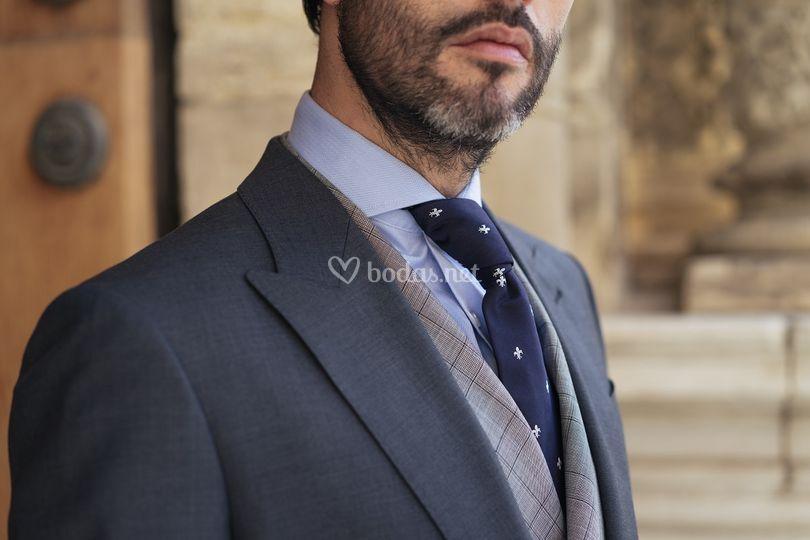 Chaqué novio gris y corbata