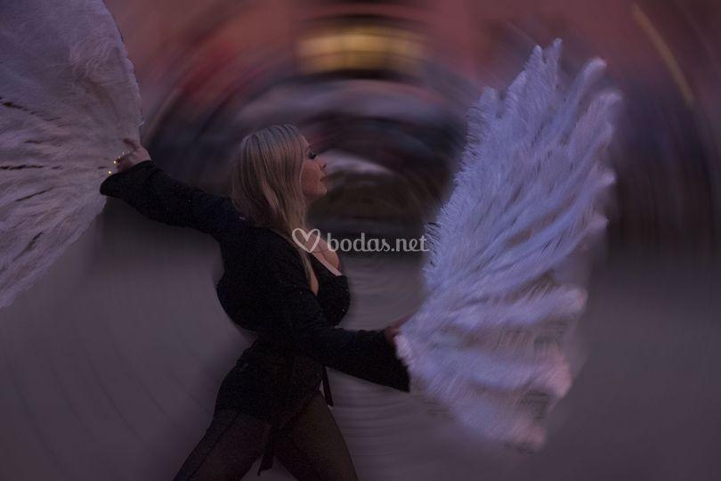Danza con abanicos de plumas