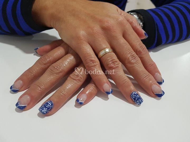 Nail Art en tonos azulados