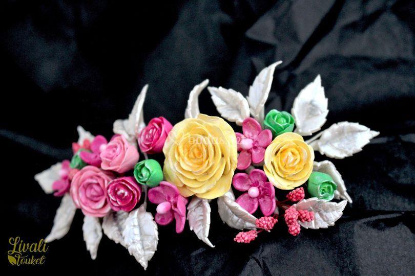 Tocado joya con flores modelad