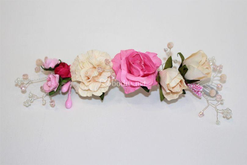 Prendido de flores y cristales