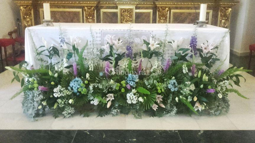 Frente floral para la mesa del altar