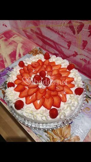 Tarta de nata y fresa