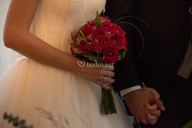 Ramo de novia de rosas Luxor