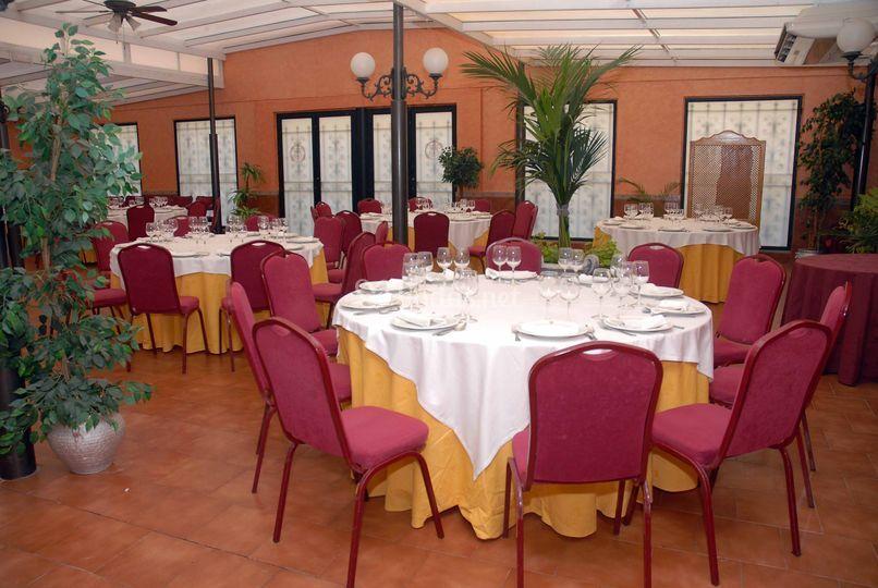 Montaje banquete en el Patio