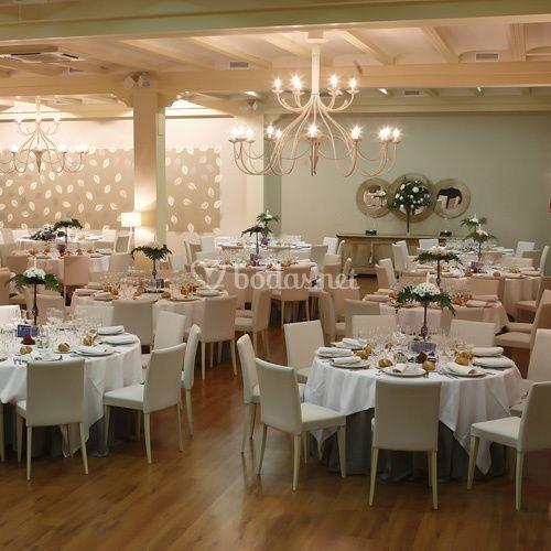 Espacioso salón de bodas