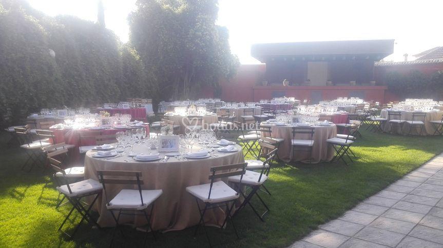 Cena en el jardín