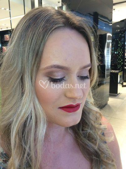 Detalle del maquillaje ahumado natural
