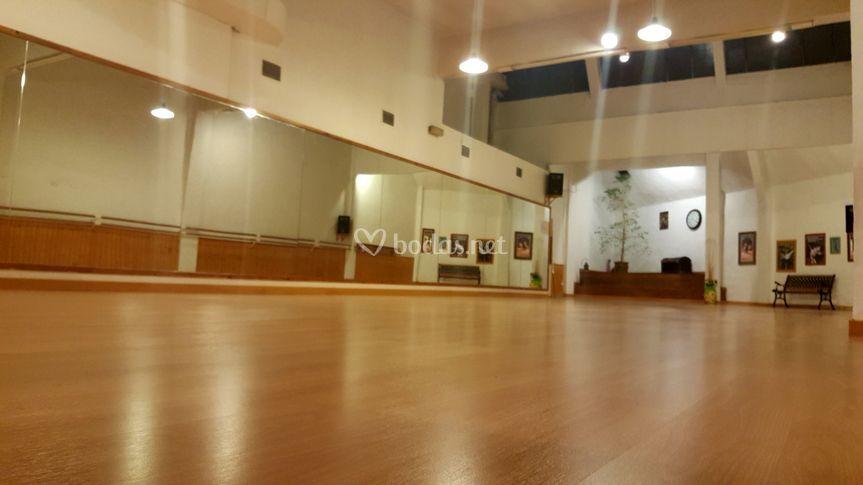 Amplia sala para bailar