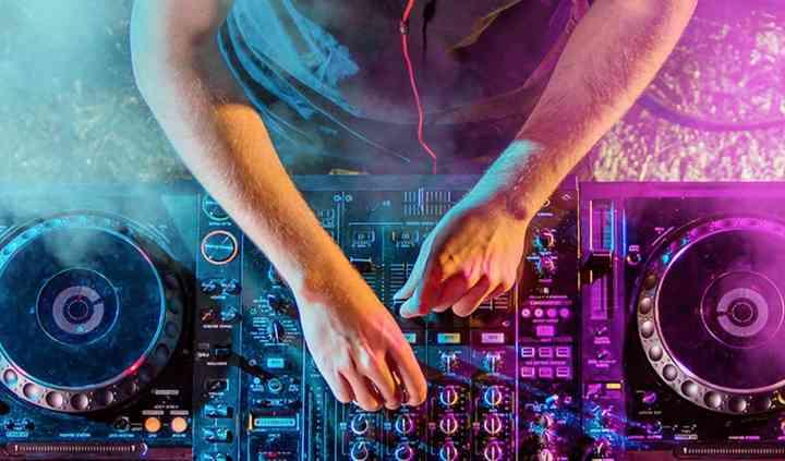 Con el DJ