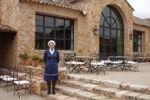En el patio principal de Finca Montealegre