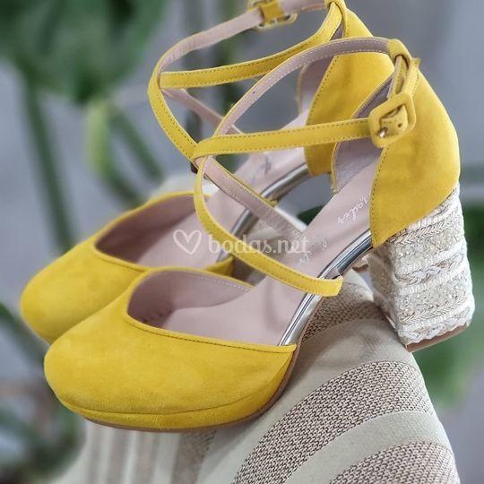 Zapatos ante amarillo