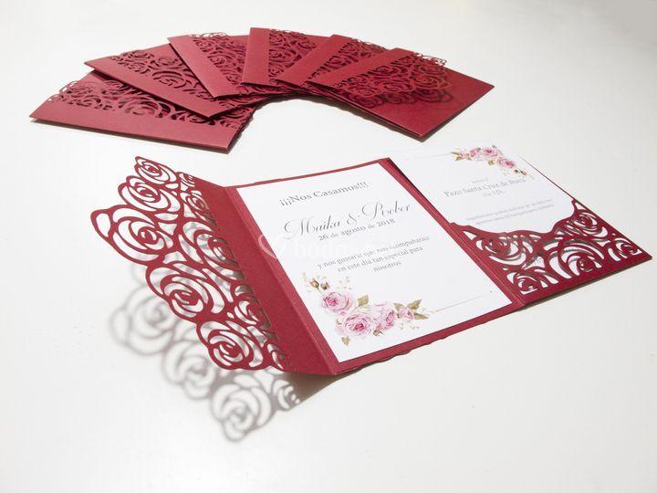 Invitaciones de flores rosas
