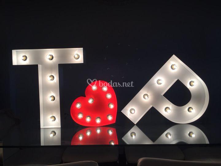 Conjunto de letras y corazón