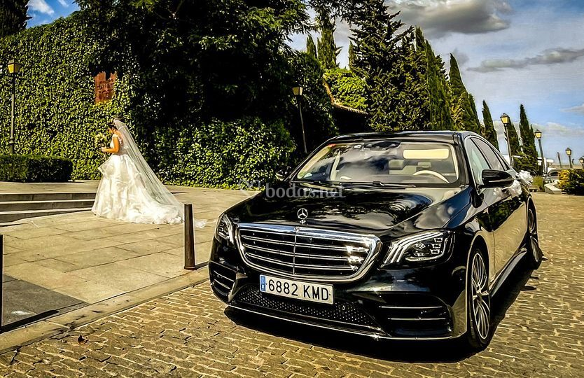 Novia saliendo del Mercedes S