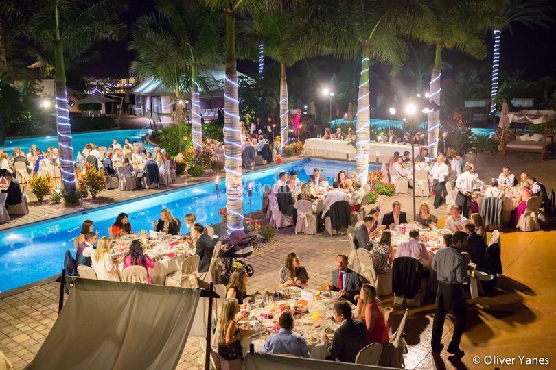 Banquete en Piscina