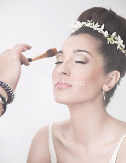 Maquillando a Victoria