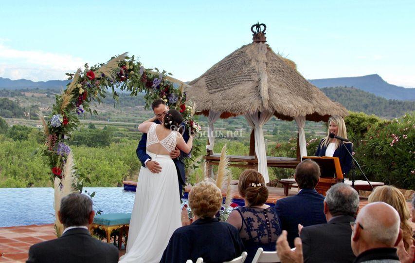 Beso de los novios ceremonia