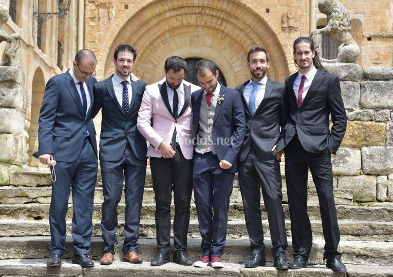 El novio y sus hombres
