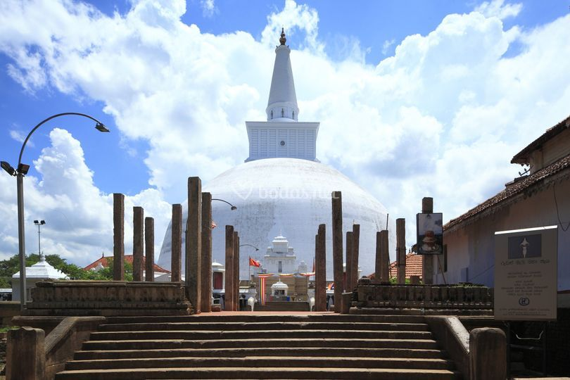 Ruwanweliseya Pagoda - Anuradhapura