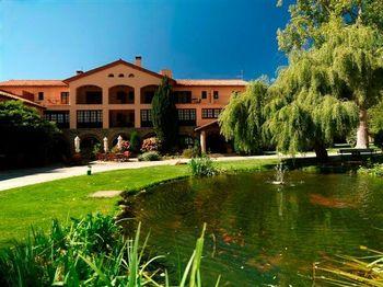 Celebra tu boda en los Hoteles Sant Bernat y Sant Marçal del Montseny